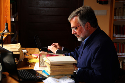 Picture Prof. González Faraco at his desk at the University of Huelva